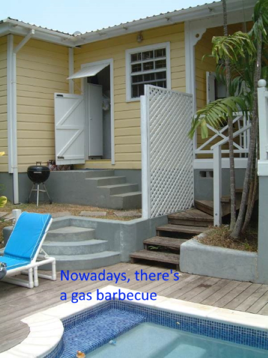 Barbacue-by-the-pool